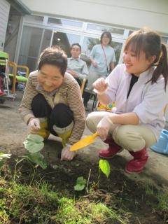 笑顔が生まれる畑づくり。体を動かし、作物を育てる喜び。