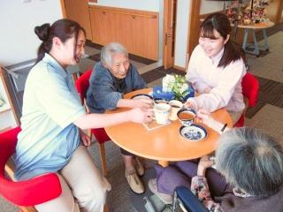 【小規模特養】ボランティア活動による『ふれあい喫茶店』がご利用者の憩いの場に!